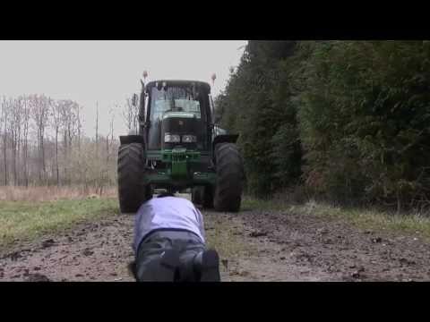 Under Traktoren