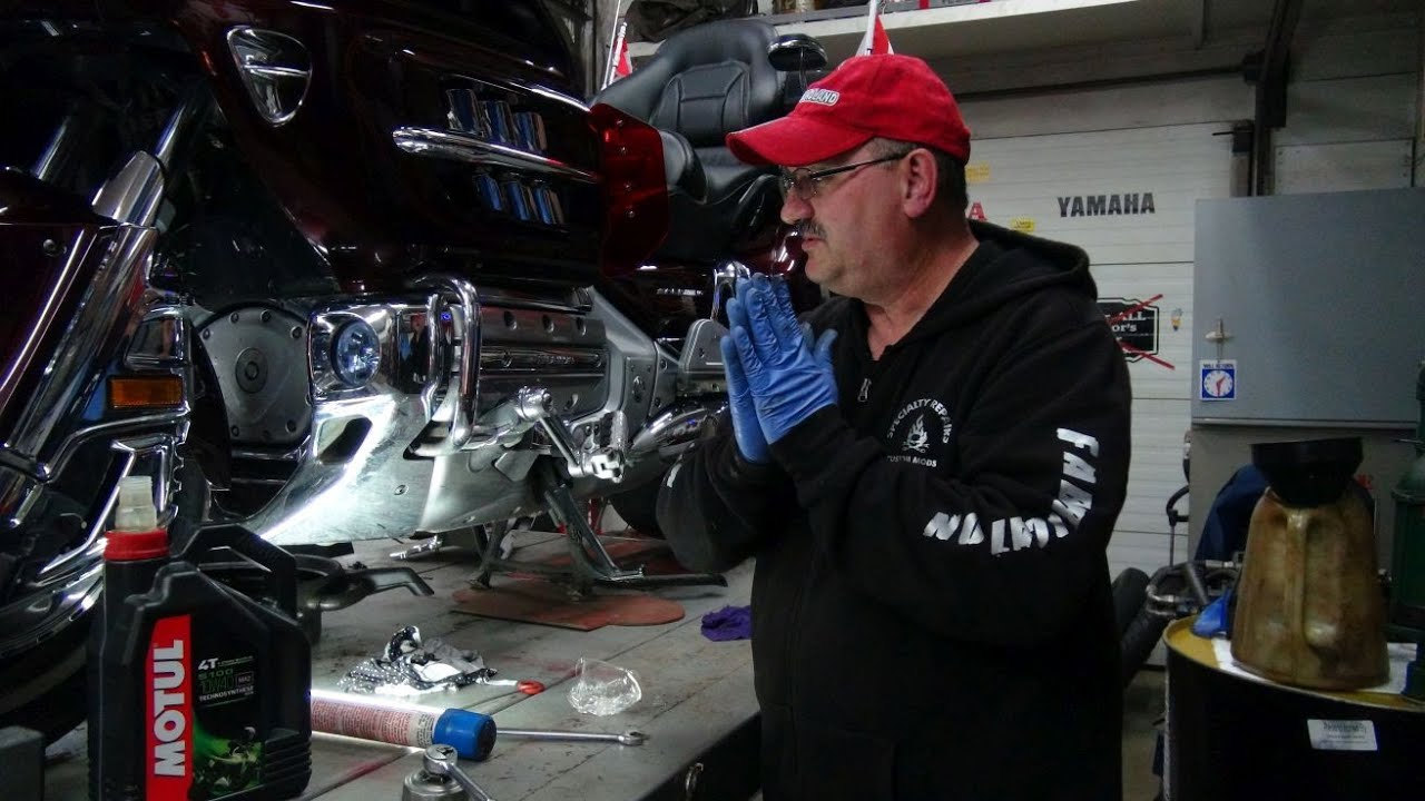 hight resolution of changing the oil on a honda gl1800 goldwing