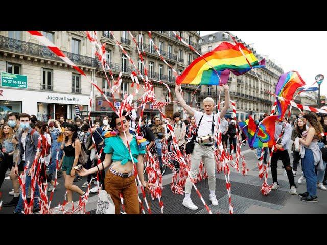 Ezrek vonultak fel Párizsban