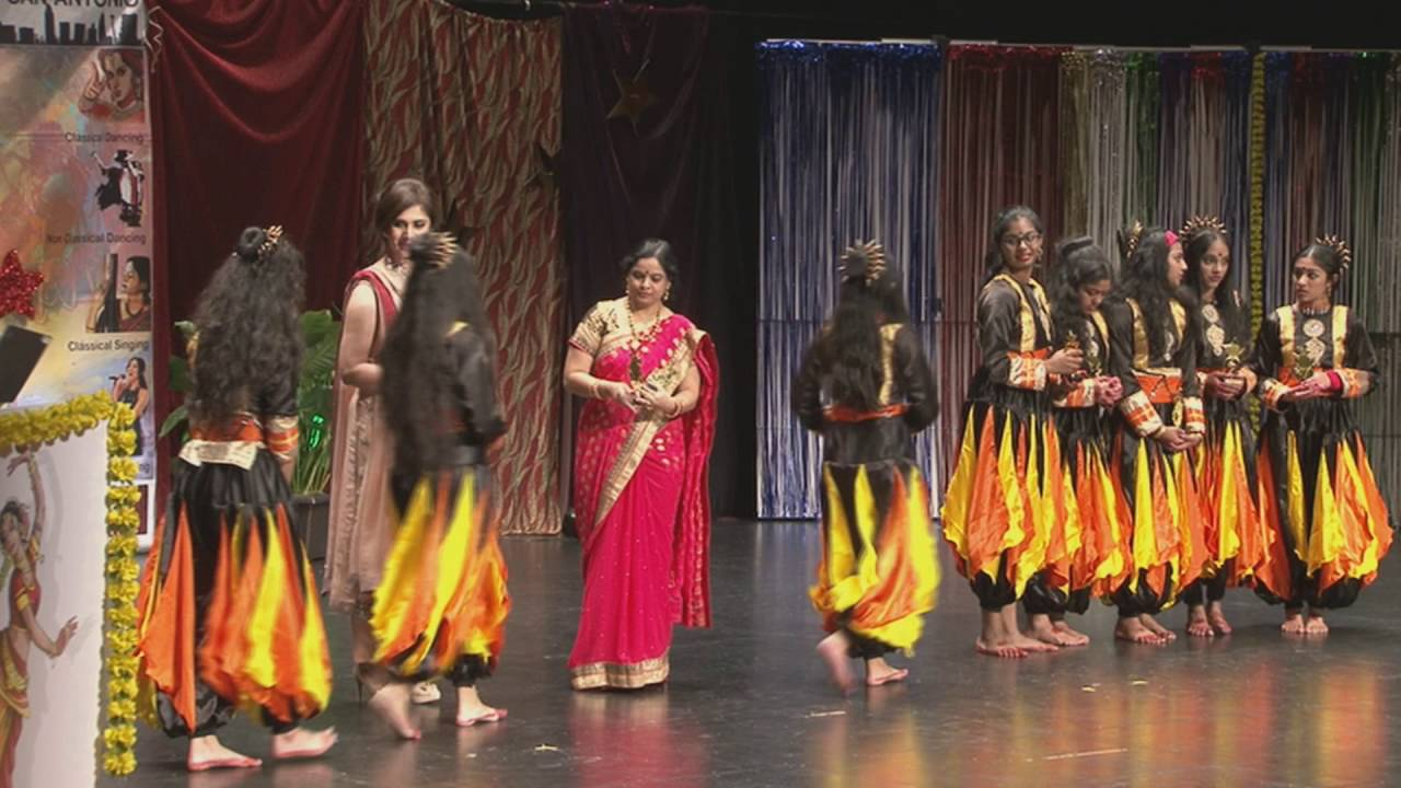 Presentation of 2nd Place by Meenakshi Seshadri - Dancing Groups at Texas Star Kalakaar -2016