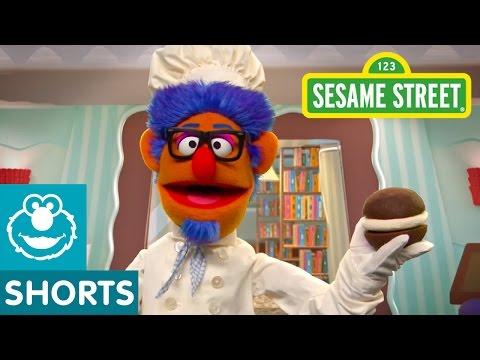Sesame Street: Making Whoopie Pies in the Library (Smart Cookies)