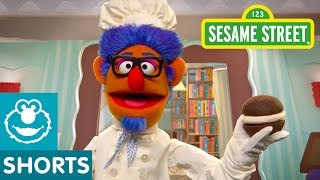 Sesame Street: Making Whoopie Pies in the Library (Smart Cookies)