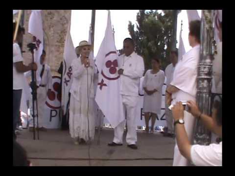 ALICIA RODRIGUEZ ENTREGA LA BANDERA DE LA PAZ EN ANGANGUEO