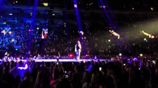 Justin Bieber - Beautiful ft. Carly Rae Jepsen (LIVE)