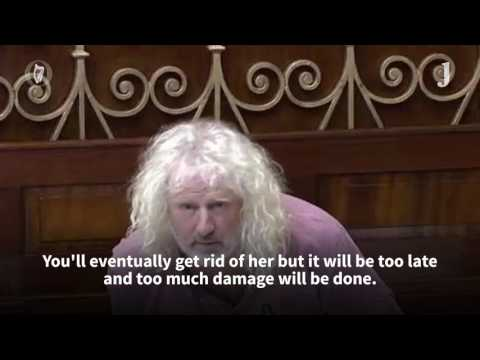 Mick Wallace tells Dáil Martin Callinan was in Garda HQ 'several days last week'