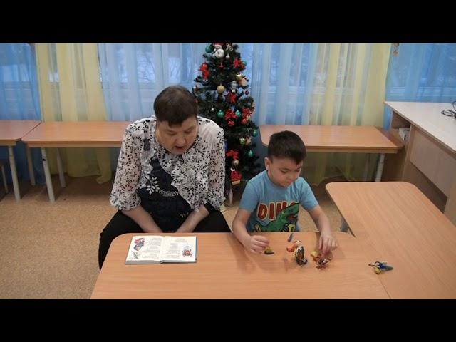 Изображение предпросмотра прочтения – «Семья Медведева Даниила» читает произведение «Муха Цокотуха» К.И.Чуковского