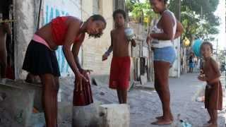 Brasilien: Fotoreporter in Favela in Recife (7 min)