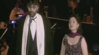 Watch Andrea Bocelli Brindisi video