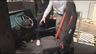 مقصورة قيادة تمكّن السائق من ممارسة الرياضة خلال قيام الحافلة بقيادة ذاتية