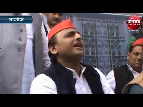 मुख्यमंत्री सीखे गंगा में स्नान करना - Akhilesh Yadav