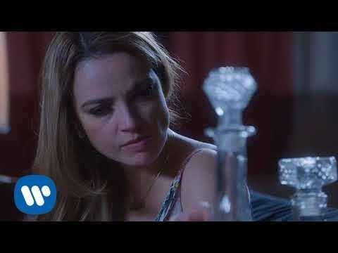 Lupita D'Alessio -Yo Sigo Aquí (Video Oficial)