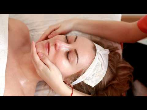 Facial treatment by Crina Barbu