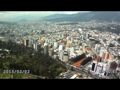 Vuelo con cámara HD a bordo Quito desde la altura