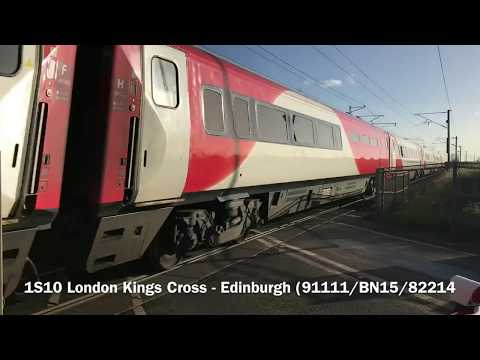 (1080p60fps) *BROKEN BARRIER BOOM LIGHTS* *STEAM* Grove Road Level Crossing (23/11/17)