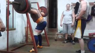 Присед лифтера 190 кг на 9 раз,18 лет,вес 96кг