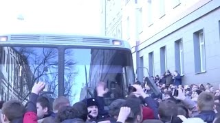 Moscow Protesters Block Bus Holding Arrested Opposition Leader