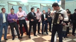Шикарный музыкальный подарок от друзей на свадьбе, смотреть всем!!!
