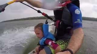 papa et sa fille en kitesurf squence complte