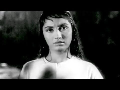 Manoj Kumar offers a lift to Sadhana - Woh Kaun Thi Scene