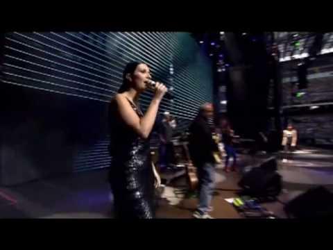 Gocce di memoria:Laura Pausini y Giorgia - Amiche Per l'Abruzzo