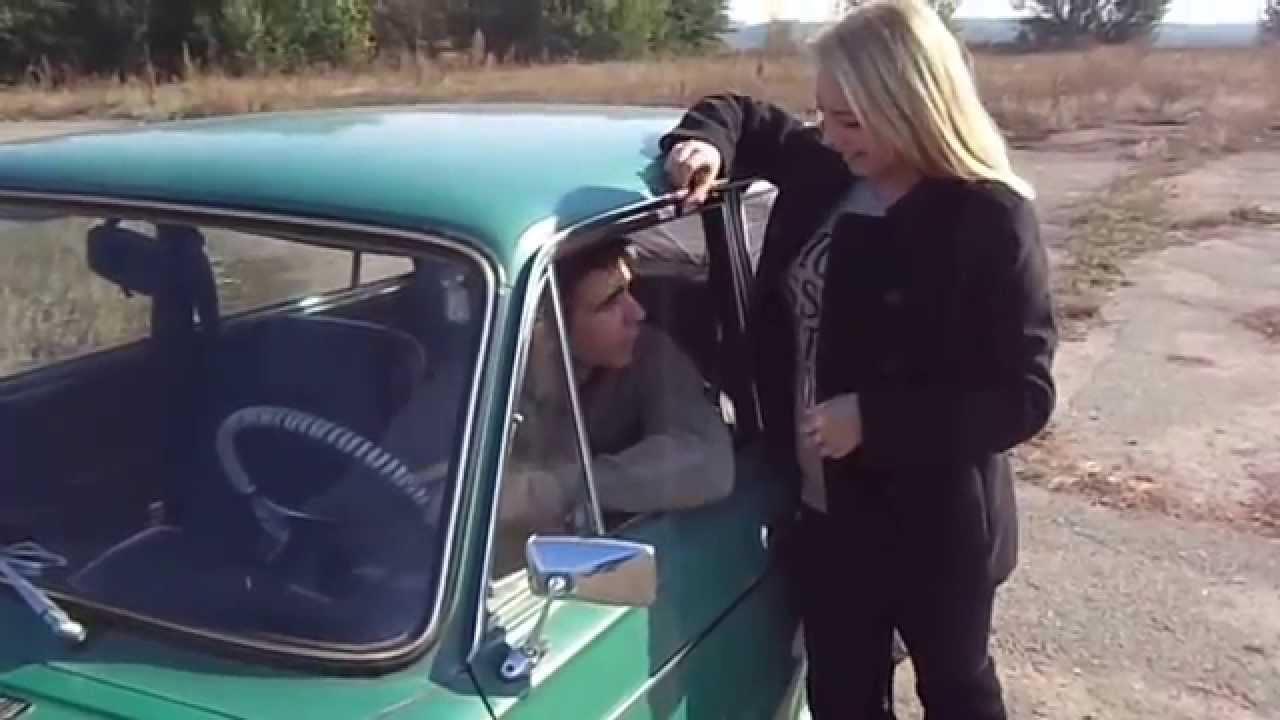 Парень пристает к девушке в машине онлайн