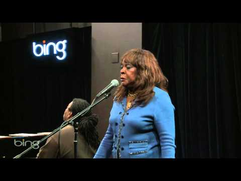 Martha Reeves - Love Makes Me Do Foolish Things (Bing Lounge)