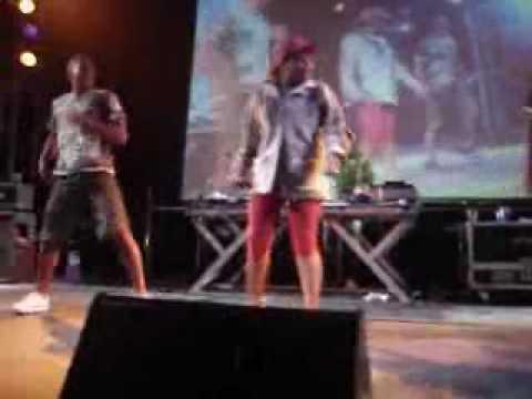 DJ Batata Feat. Tati Quebra Barraco - Sequência do Entra e Sai Ao Vivo thumbnail