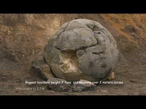 New Zealand - Moeraki Boulders - Koekohe Beach , Otago Coast -  South Island