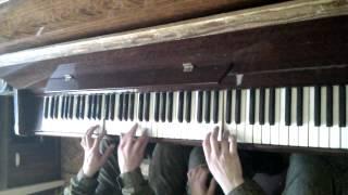 Десантники за пианино.3gp(Это видео загружено с телефона Android., 2012-05-21T05:31:41.000Z)