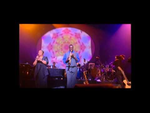 CESARIA EVORA - Nho Antone Escaderode. Live In Paris, April 2001 at the Zenith. (HD)