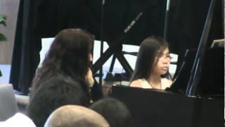 Marian đánh piano ở nhà thờ 24-3-2012