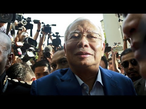 Najib arrives at MACC HQ to have his statement recorded