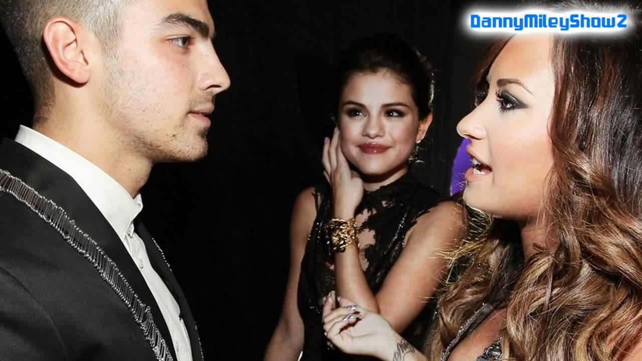 Demi Lovato And Selena Gomez Kissing Demi Lovato , Selena G...