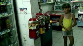 Механические торговые автоматы(Съемка была в продуктовом магазине на Украине., 2011-07-19T16:02:18.000Z)