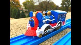 Trem de Brinquedo Mickey Mouse train visit Governor House, Lincoln, Nebraska 02041 pt