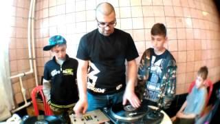 DJ Nizami прокачивает детей в лагере. Мастер-класс(, 2017-06-11T07:09:38.000Z)