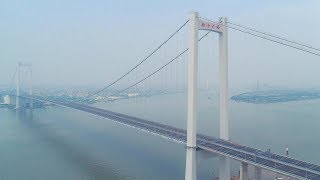 New mega bridge opens to traffic in southern China