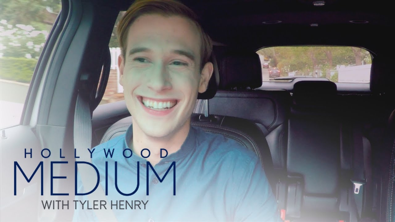 tyler-henry-plays-a-hilarious-guessing-game-with-his-mom-hollywood-medium-with-tyler-henry-e