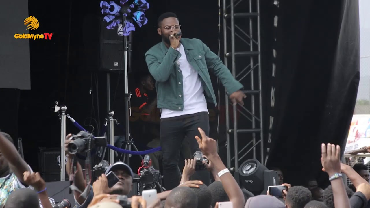 FALZ THE BAHD GUY PERFORMS