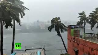 В Индии из-за мощного циклона эвакуировали более миллиона человек