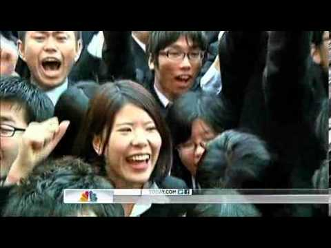 Japan Annual JOB HUNT 1000 Japanese Students in Tokyo scream for jobs