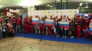 Russians give Olympic athletes a heroes' welcome home