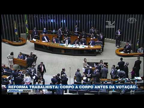 Sessão para votar reforma trabalhista segue na Câmara