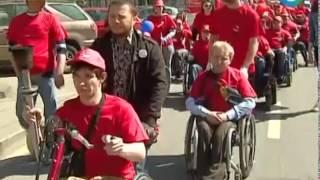 Инвалиды-колясочники пронесли Вечный огонь по Москве(, 2014-05-08T11:37:53.000Z)
