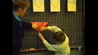 Урок труда в 1 классе. Работа с бумагой, складывание. Бабочка. Чернышова Н С 1994 год