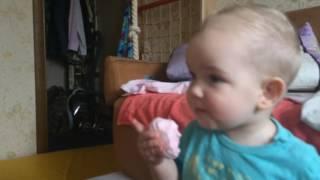 Мишка кушает зефир