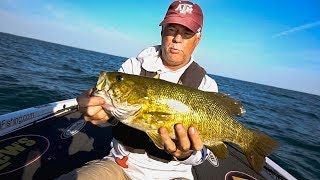 FLESH EATING WORM On My Fish!! (Fishing Legendary Smallmouth Lake St. Clair)