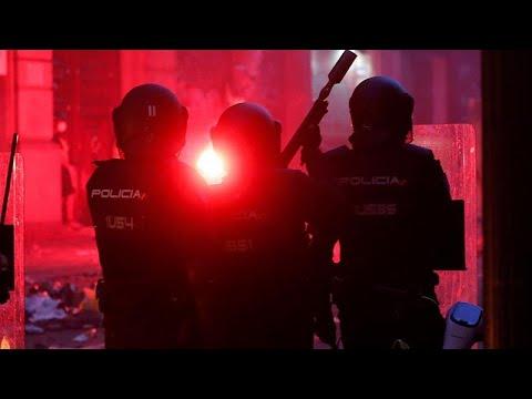 شاهد: غضب في برشلونة ومواجهات عنيفة مع الشرطة  - نشر قبل 2 ساعة