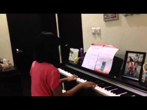 Awandini Kristy Play Piano Cantik (Latihan)