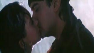 Hot Kissing Scene - Aamir Khan & Karishma Kapoor - Raja Hindustani